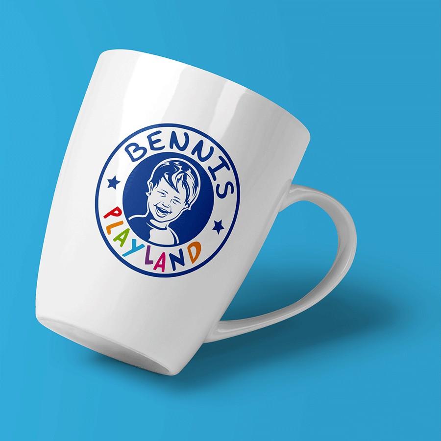 Tasse mit Logo Bennis Playland